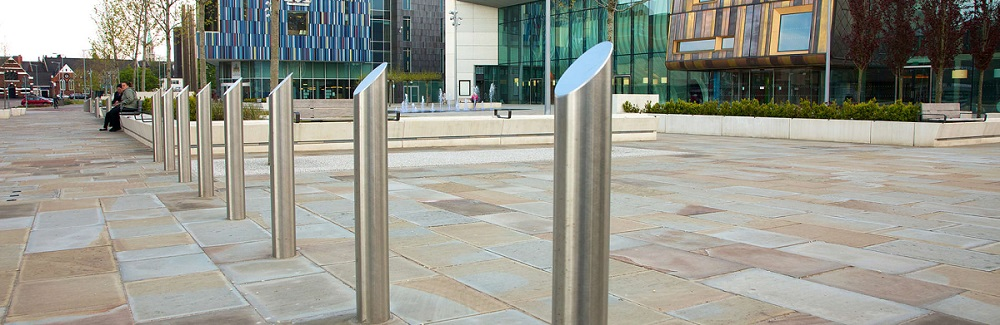 stainless-steel-bollards-03.jpg